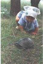Лера с черепахой