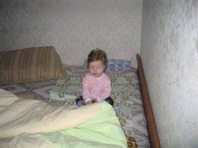сплюшка-малышка: сколько можно сидя спать - положи меня в кровать