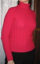 Малиновый шерстяной свитерок косами