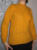 Шерстяной желтый свитер