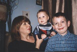 Андрюша и Саша с бабушкой Галей