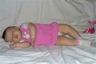 Спи, мой носик маленький, Спи, цветочек аленький, Ясны глазки закрывай, Спи, дочурка, баю-бай.