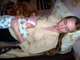Спят усталые девчушки...