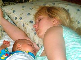 Фотоконкурс:'Мамочка,я сплю...'