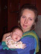 Тепло и сладко спится у мамы на плече...