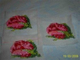 бутоны роз на остатках  канвы