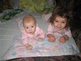 Две красавишны-сестрички)))