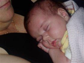 Спят уставшие детишка, мамы спят.....