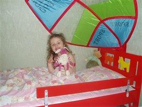 В новой кроватке :)
