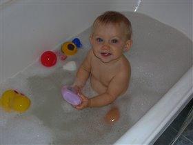 веселое купание в нежной пенке :)))