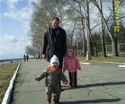 Я с семьёй гуляю в парке!