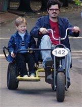 ух ты!!!!! какой у папы велосипед!