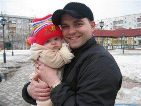 На прогулке с папочкой))