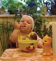 Буду кашку кушать - вырасту большая и красивая