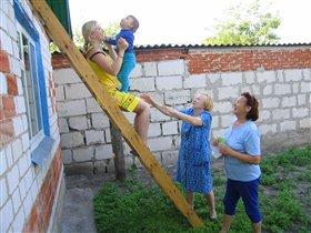 Даня с мамой и прабабушками