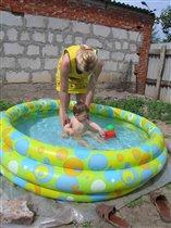 Даня купается