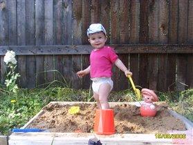 Первая песочница на даче