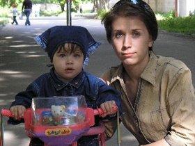 Деся с мамой на велосипеде