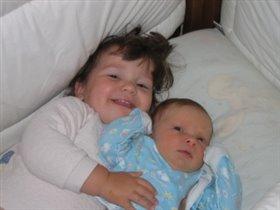 Мы веселые друзья моя сестричка и я!!!