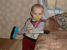 Мамина помощница)))