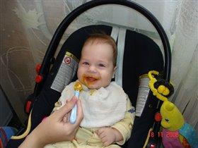 Антоша первый раз кушает тыкву!!!