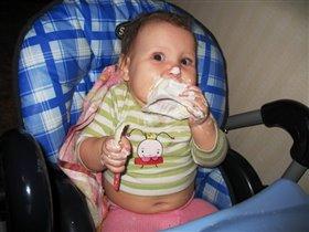 Ириша кушает