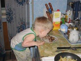 За маму, за папу говорите? А где же еда? Совсем не кормят...