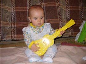 Кто этот парень с гитарой?