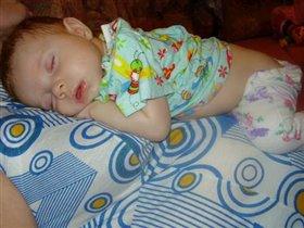 Вот такой я милашка когда сплю !!!