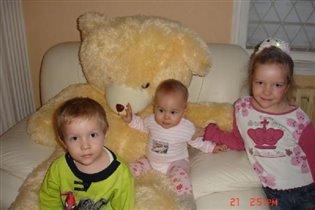 Медведь и три 'машеньки'