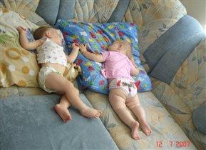 Сладко спать с братиком))))