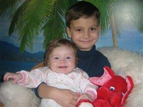 Я Полинка и мой братик Антошка