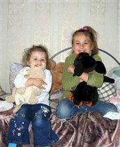 две сестички, две подружки - очень дружные девчушки!
