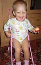 Девочка с персиком! Ой, нет, с яблоком!!!