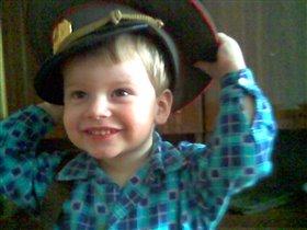 Будущий военный, как дед!!!