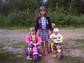 Три девочки-припевочки