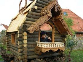 закончу балкон, помогу крыть крышу папе.Без меня ему не справится.