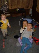 Веселились мы втроем: я, мой братик и Артем!