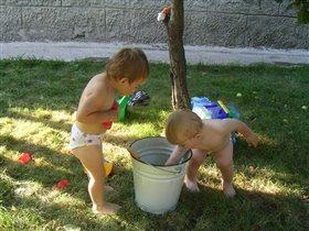 Братик и сестра - дружба навсегда!