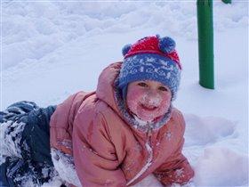 Я мороза не боюсь!Это в городе мне грустно было,а загородом смеюсь!