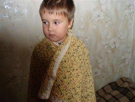 Васек в плаще из детского пледика