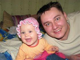 У папы с дочкой даже улыбки одинаковые!
