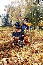 Листья желтые над городом кружа-а-атся....