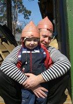 Папа и сын - два защитника!