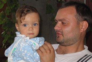 А глаза у меня такие же голубые как у папы...Мам, ну скажи!!!