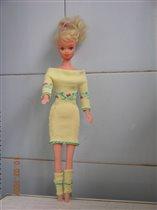 Куколка в желтом и гетриках