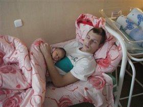 Майка и папа отдыхают после родов