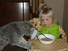 Будь другом, помоги доесть! А то после супа сладенького обещали дать...