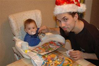 Добрый Дедушка Мороз кормит Тему кашей