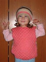 розовый жилетик и шапочка